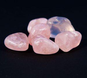 Quartz rose (pierres roulées) magnétisée à votre nom pour l'amour. Moyen modèle-0